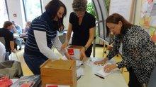 Die Wahlkommission bei der Arbeit