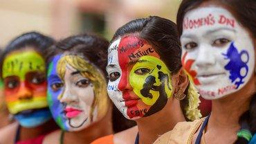 Am Internationalen Frauentag gehen auch in Indien Millionen Frauen für ihr Recht auf Gleichberechtigung und gegen Gewalt auf die Straße